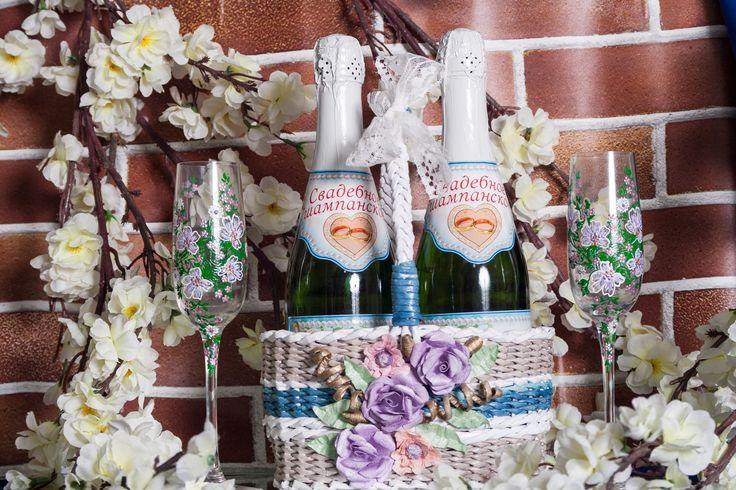 Корзинка для свадебного или праздничного шампанского ручной работы. Прекрасна для торжества в стилях шебби-шик или рустик. Материалы: бумага, акриловые краски, акриловый лак.#свадьбы #праздники #корзинка #шампанское #ручнаяработа #шеббишик #рустик #soprunstudio