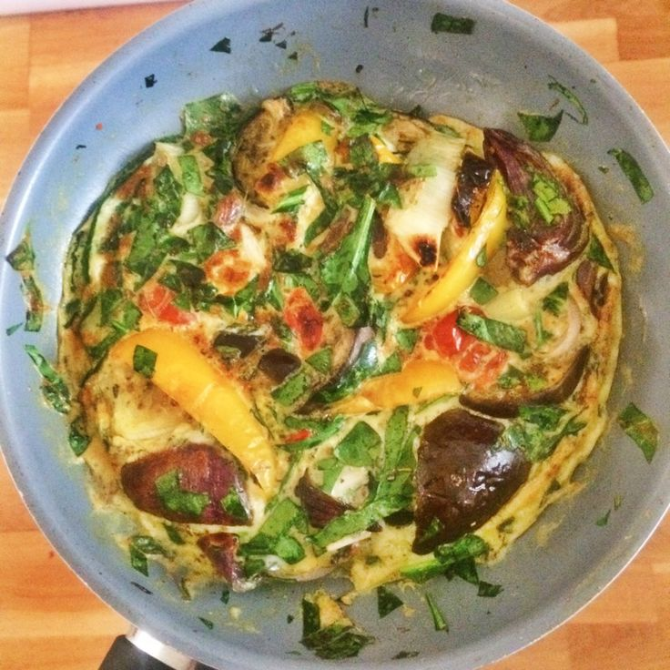 Breakfast frittata Recipe from Amelia Freer's 'Nourish and Glow: the 10 day plan' Want to know more about my experiences of doing the 10 day plan? Head on over to my blog www.thesportsing.com for all the information! 👏🏻