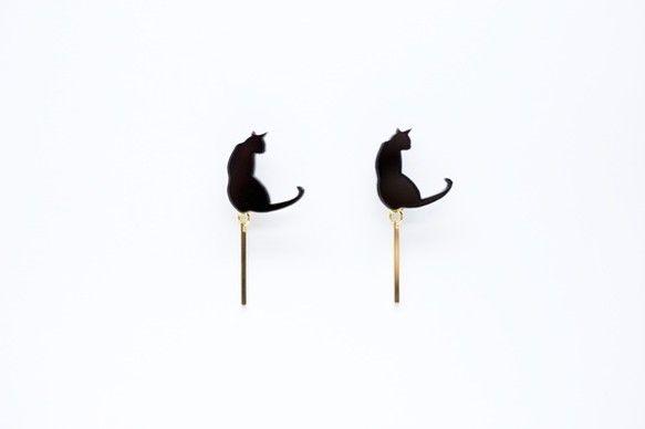 ♪猫ちゃんパーツは手作り♪我が家の愛猫がモデルの完全オリジナルの猫ちゃんシルエットパーツ♪当店のリピーター様の貴重なご意見から生まれたスティック系猫ちゃんピアス♪可愛さも欲しいけど、カッコよさも欲しい。そんなお洒落をしたいお客様にピッタリな一品です。何も付いていないピアスのキャッチを1ペアおつけしますので、シンプルに猫顔だけでもつけられます。2wayで使える猫ちゃんピアスは重宝すること間違い無し!■size■猫の素材: アクリル金具:メッキチャームサイズ:約1.5cm猫のサイズ: 横 約1.5cm× 縦 約1.5cm※金具変更も承っております。…