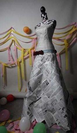 <p>Con el fin de promover el interés por su diario en los lectores más jóvenes, el Detroit Free Press lanzó un concurso para diseñar vestidos de fiesta con las hojas de su periódico. Los resultados han sido bastante impresionantes.</p>