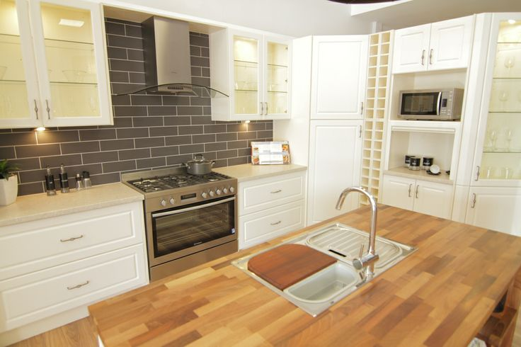 www.wallspan.com.au Wallspan's Wentworth kitchen range is popular for traditional and modern designed homes.