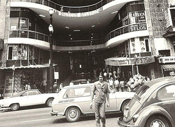 Toninho da Galeria (do Rock), o síndico do prédio mais rock de SP.