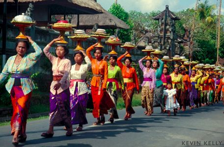 Ubud, Bali - Women bearing offerings to a local temple