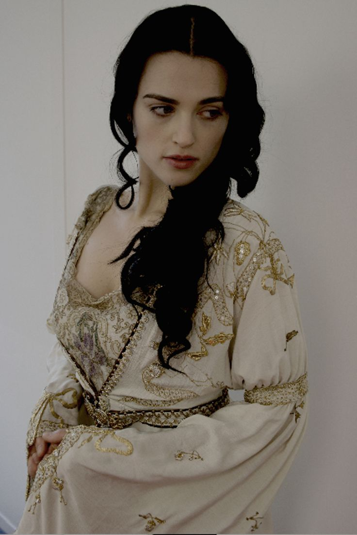 If only Morgana wouldn't insist on wearing the White Thing is S3 and the Black Thing is S4 she'd be way prettier