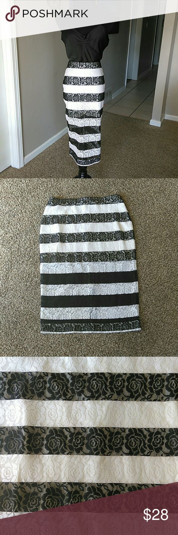 "Express Striped Pencil Skirt Excellent Condition.  L:27"" W:29"" H:37 Express Skirts"