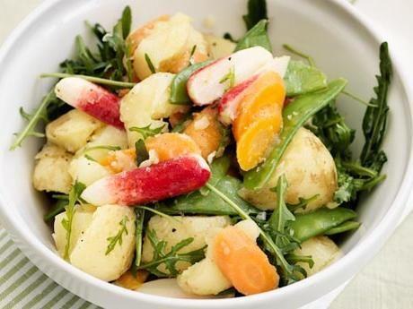 Citronpotatis- och grönsakssallad