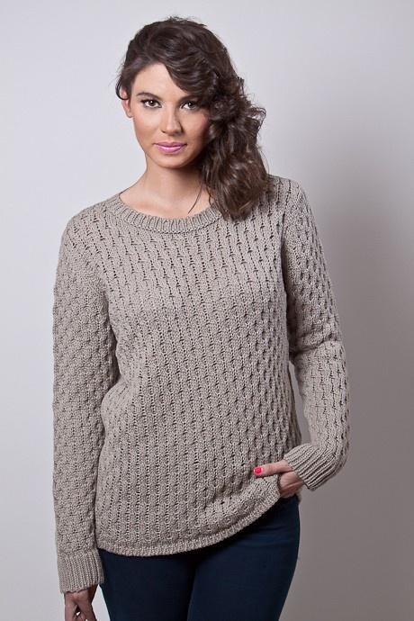 Sweater con ochos encontrados. Escote base y de lineas clásicas.