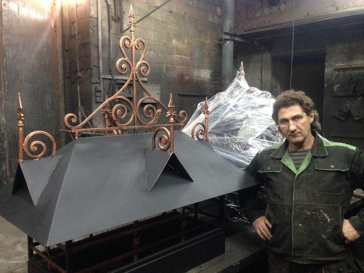 http://vasiliy-kovka.ru/foto-khudozhestvennoy-kovki/trubnye-zonty-dymniki