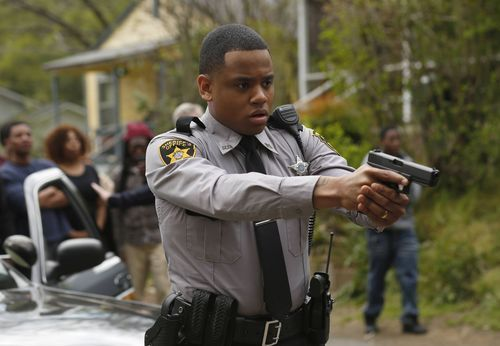 Deputy Josh Beck (Tristan 'Mack' Wilds) is accused of murdering a teenager in Fox's 'Shots Fired.'(Photo: Fred Norris, Fox)       If you're going to walk through a cultural minefield, you'd better know where you're going.  Searching, it seems, for a... http://usa.swengen.com/foxs-shots-fired-misses-its-mark/