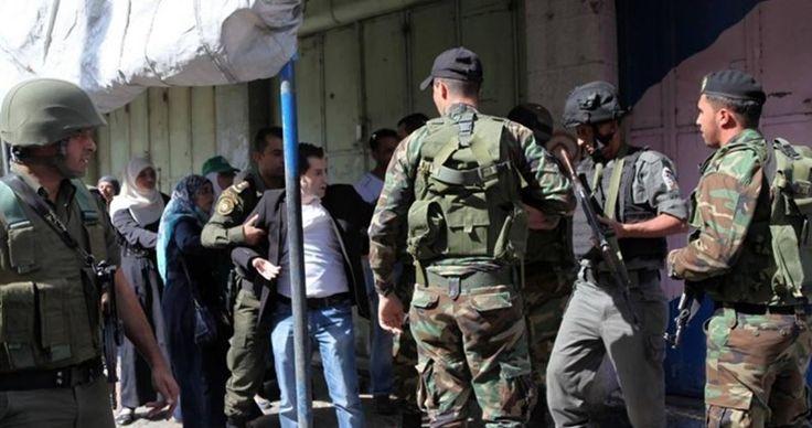 Dua guru Palestina dipenjara di Tepi Barat tanpa alasan  TEPI BARAT (Arrahmah.com) - Pihak berwenang keamanan Palestina di Tepi Barat masih menolak untuk membebaskan dua guru yang telah ditahan yang berasal dari kota Dura di al-Khalil.  Menurut The Palestinian Information Center (PIC) otoritas keamanan di al-Khalil memperpanjang penahanan Ahmad al-Haroub kepala sekolah SMA Deir Samet selama lima hari dan guru Yusuf Abu Ras selama empat hari.  Pasukan keamanan Otoritas Palestina menculik guru…