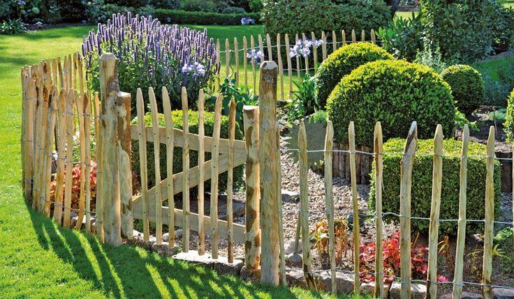 Das Staketenzauntor passend zu unserem Staketenzaun aus Kastanie ist ein Must-have für jeden Bauerngarten