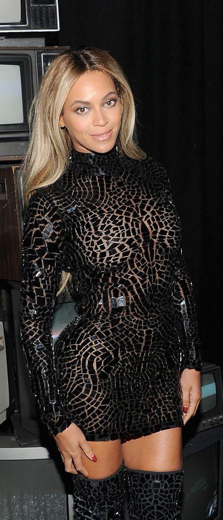 Sexy Beyonce metallic dress!