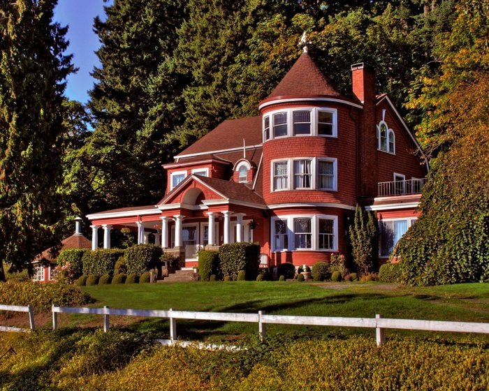 Leadbetter mansion (the other Pittock mansion), I'd love to see the inside someday. Vancouver, Washington.