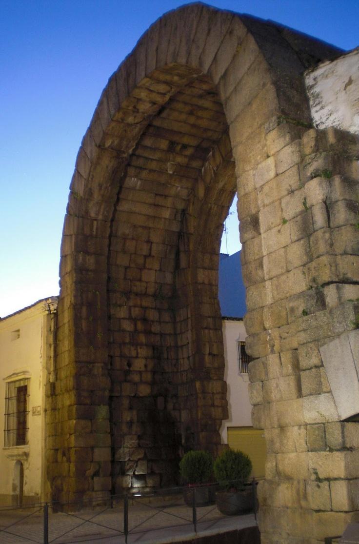 El Arco de Trajano. Levantado en Emérita Augusta (Mérida) en época del empera...
