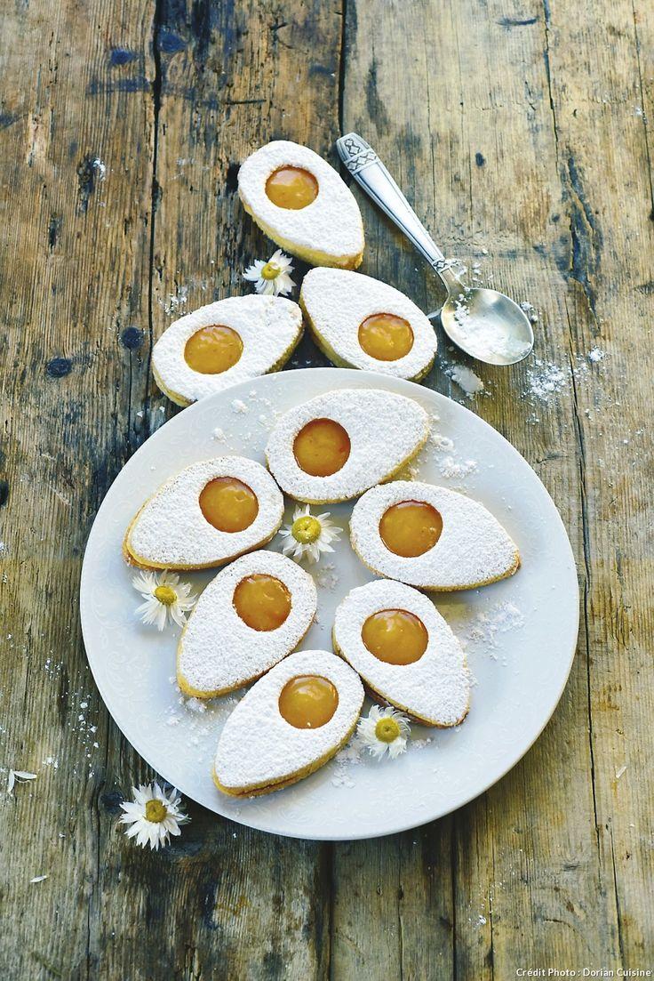 Biscuits sablés de Pâques - Les lunettes de notre enfance ont perdu un oeil et se transforment en irresistibles biscuits de Pâques. Variez les formes avec les emporte-pièces de votre choix : fleurs, lapins, étoiles…