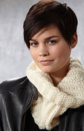 Easy In-the-Round Cowl Free Knitting Pattern from Red Heart Yarns