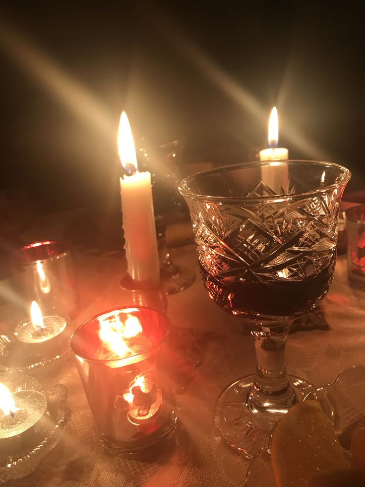 Bardağım tabiki kristal cnm 👍🏻😝 #newyear #wine #candle
