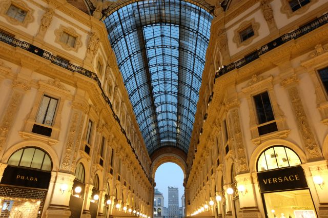http://www.thetechgypsy.com/milan-on-a-shoestring-how-to-see-the-sights-without-breaking-the-bank/ #milan #italy #europe #travel #wanderlust #thetechgypsy #galleria