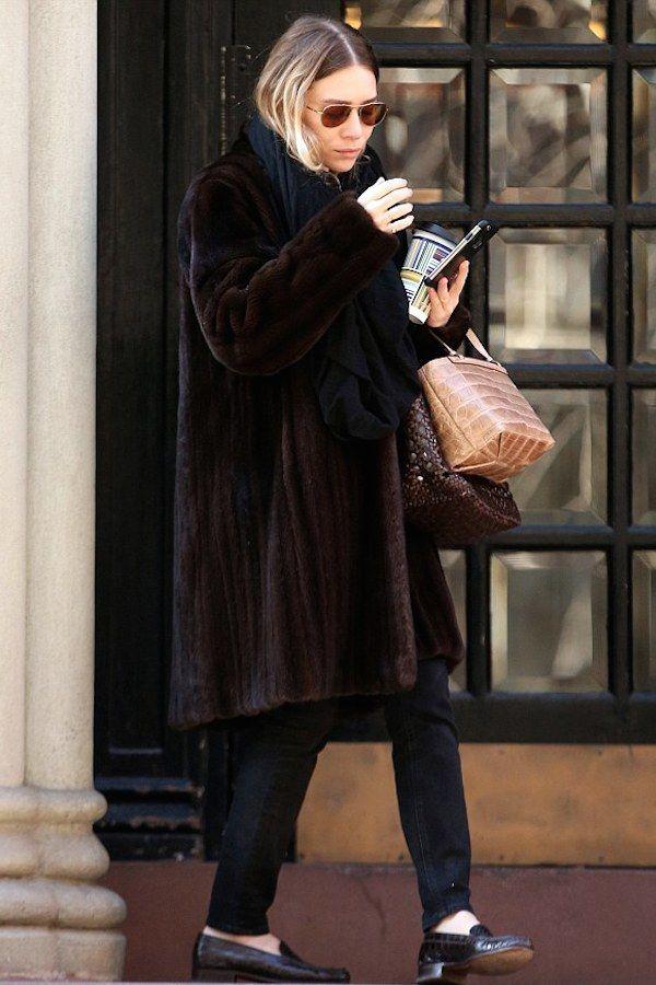 Olsens Anonymous Blog Style Fashion Get The Look Ashley Olsen Brown Fur Coat In Nyc Aviator Sunglasses Black Scarf Plaid Print Coffee Handbags Leather Croc Denim Loafers Candid photo Olsens-Anonymous-Blog-Style-Fashion-Get-The-Look-Ashley-Olsen-Brown-Fur-Coat-In-Nyc-Aviator-Sunglasses-Black-Scarf-Plaid-Print-Coffee-Handbags-Leather-Croc-Denim-Loafers.jpg