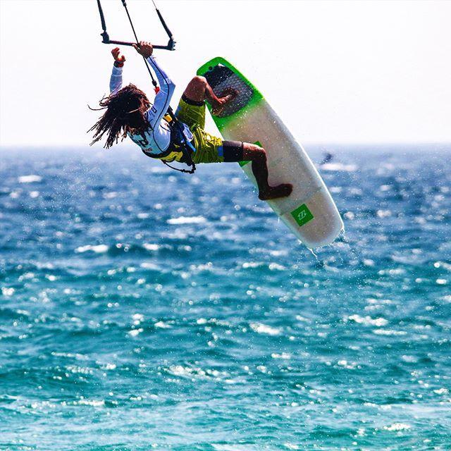 @janmarcosriveras  FCastillo  .  .  #wateraddicts  #kiteboarding #kiteboard #kiteboarder #kiteboarders #kitesurfing #kiteboardingmagazine #kitesurf #kitesurfer #kitesurfers #kite #kiteschool #thekiteshots #vzlakite #straplessfreestyle  #straplessbra #straplesskitesurfing #tantrumkitesurf  #northkoteboarding  #kiteboardingzone #kitespot #kitecenter #kiteshop #kiteplus  #kiteshow #kiteaddicted #livetokite #kiteground #wakeboarding #wakeboard