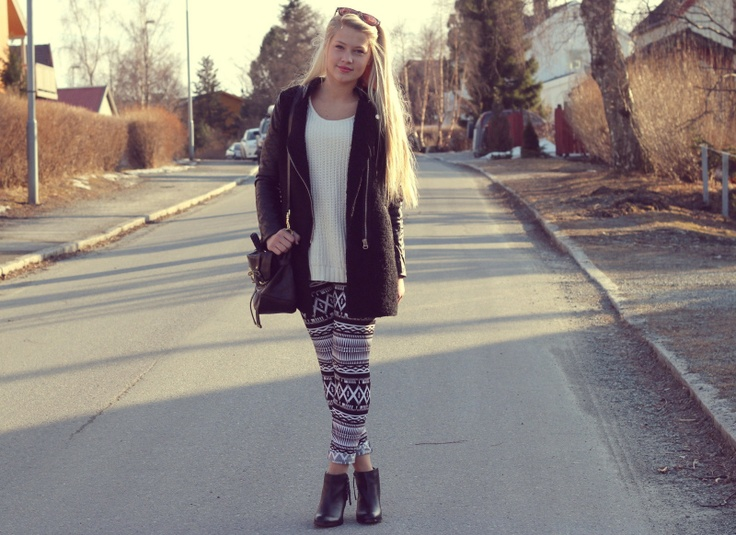 Norwegian blogger Erica Mohn Kvam (http://l0ve.blogg.no) wearing Azteca Leggings from www.chiquelle.com - (Photo: http://l0ve.blogg.no)