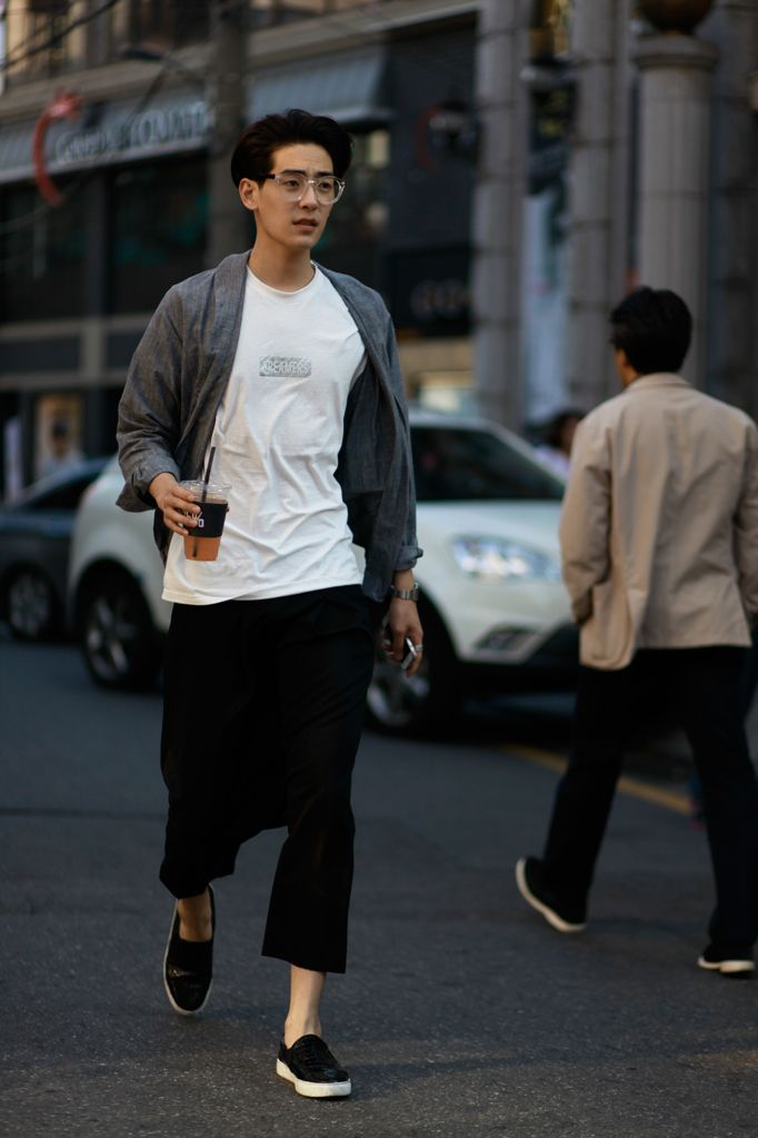 Really digging this monochromatic summer look. The layers are not too much and the fit is perfectly relaxed.