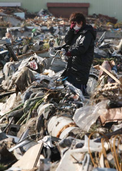 津波で破壊された町の姿に目頭を押さえる女性(仙台市若林区)(2011年03月16日) 【時事通信社】 ▼16Mar2011時事通信|震災の記録 プレミアム写真館 2011年03月 http://www.jiji.com/jc/pp?d=pp_2011&p=201103-photo882 #Tohoku2011