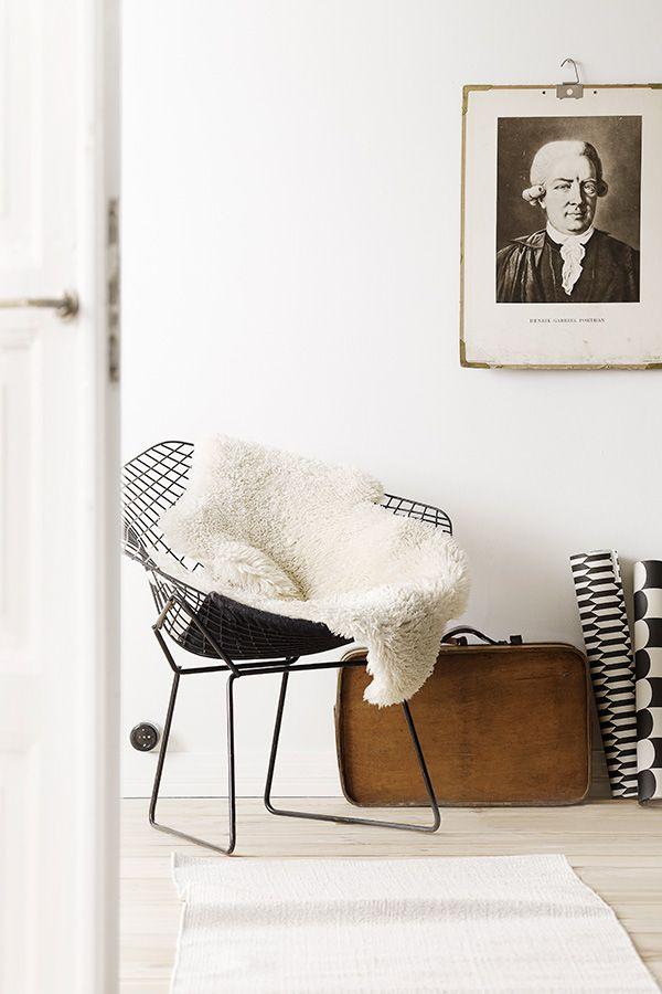 Enää ei tarvitse miettiä valkoisen seinän sävyä. Tikkurilan värisuunnittelijat ovat kehittäneet uuden pehmeänvalkoisen sävyn, Tikkurilan Valkoinen, joka on täydellinen väri kotisi seinäpinnoille. New, warm white shade, Tikkurilan Valkoinen is perfect for scandinavian home.