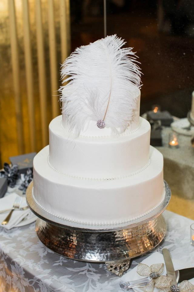 Old Hollywood glamour wedding cake  Pearls   feathers decorated  Photo by  Brian Wagoner forBest 25  Old hollywood cake ideas on Pinterest   Hollywood glamour   of Old Hollywood Wedding Cakes