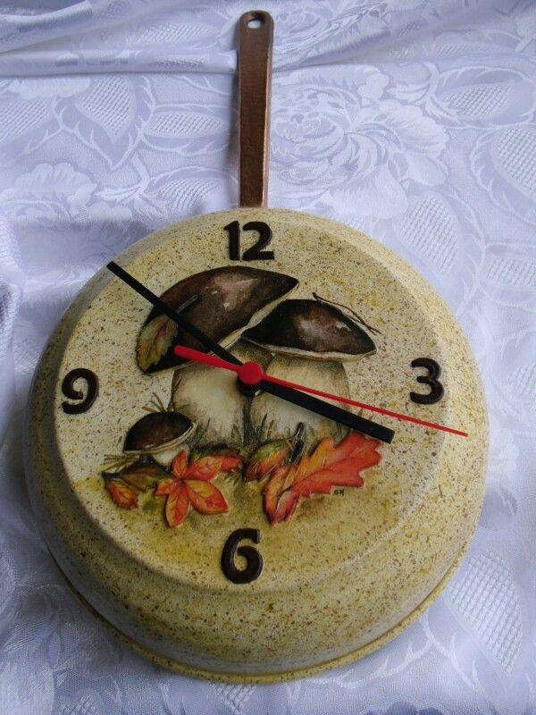 Orologio/padella con funghi, decoupage effetto bassorilievo