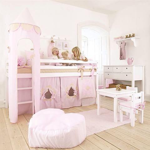 Vi har et stort utvalg innen barnesenger og andre møbler til barnerommet!  #kidsparadise #rasklevering #hoppekids #barnerom #barneseng #seng #uttrekksseng #halvhøyseng #sprinkelseng #vugge #juniorseng #sengmedsklie