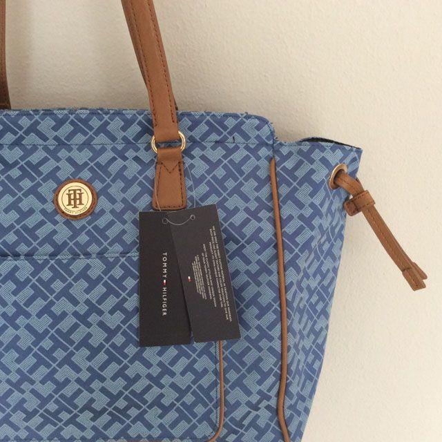 Tommy Hilfiger 6922313451 - 232₺ Mavi tonlarında elde taşınabilir klipsli Satchel çanta. Kumaştır, Normal boyuttadır. Sipariş için Arayabilir, SMS veya E-Posta yollayabilirsiniz.