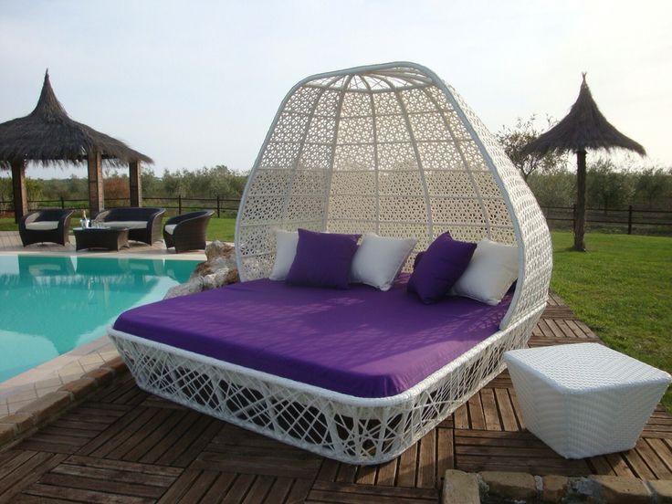 "Mobili da giardino in rattan intrecciato a mano collezione ""Perla"". Un favoloso arredo capace di offrire eleganza e comfort al vostro outdoor. Cuscineria antimacchia,  sfoderabile e facilmente lavabile. #gardenlovers #gardenlove #archilovers #jardinagem #ogrod #gardenforniture #gardenfurniture #tuin #hage #mygarden #homeandgarden #love"