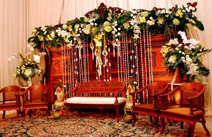 #pernikahan #jawa #gebyok #klasik #mawarprada #decoration #jakarta more info: T.0817 015 0406 E. info@mawarprada.com www.mawarprada.com