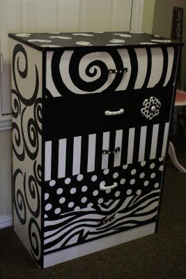 #paintedBlack & White Furniture, Diy Ideas, Creative Painting Furniture, Painting Chest, Black And White Crafts, Dressers Painting Ideas, Black White, Painting Dressers, Chest Of Drawers