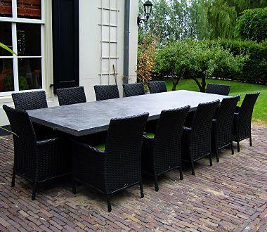 De Hilversumse Steenhouwerij is een ambachtelijk bedrijf. Al meer dan 50 jaar gespecialiseerd in het vervaardigen of restaureren van gedenkstenen, openhaarden, vloeren en aanrechtbladen. Fam. van den Hoek,