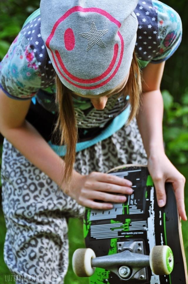 luzia pimpinella BLOG | DIY | beanie mütze selbst nähen & mit neon stoffmalfarbe bemalen | handmade beanie with neon fabric painting