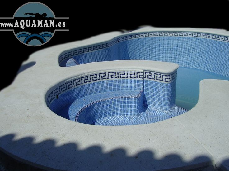 Piscina curva con spa integrado