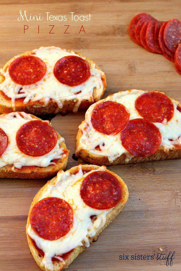 Mini Texas Toast Pizzas on SixSistersStuff.com | These Texas Toast Pizzas take less than minutes to throw together and bake. You can add any toppings you want, or have the kids create their own pizzas with their favorite toppings! The perfect weeknight meal for a family on the go!