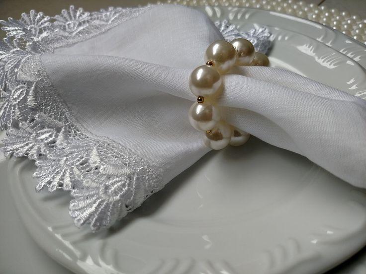 Porta guardanapo em pérolas, com detalhes dourados! Puro luxo!! Perfeito para casamentos, noivados e outros eventos!