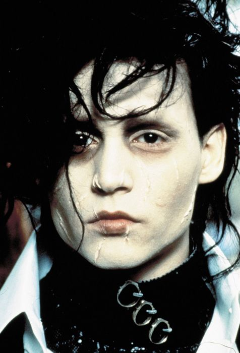 edward scissorhands admirable characters Edward scissorhands is a 1990 comedy-drama fantasy film directed by tim burton and starring johnny depp the film tells the story of an artificial man named edward.