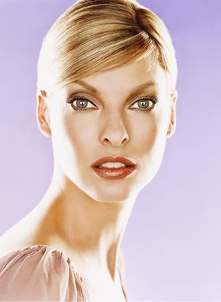 The everlasting beauty of Linda Evangelista, always rejuvenating and changing...discover her secrets in our MAGSC