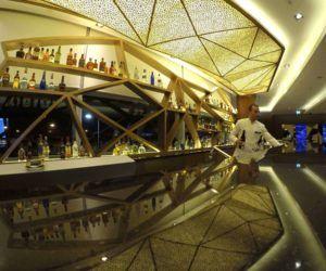 Resumen Semanal: El increíble Lounge de Etihad en Abu Dhabi Un avión de LATAM con un balazo en un ala y visita al Foro de Aviación Digital de Lufthansa en Frankfurt