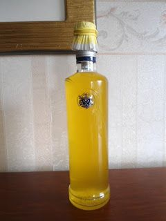 Nalewka z glistnika na białym winieZastosowanie nalewki: codziennie, wieczorem wypijamy szklankę ciepłej  wody z dodatkiem 1 łyżki nalewki z glistnika. W ten sposób powinniśmy pomału, delikatnie, systematycznie oczyszczać woreczek żółciowy z drobnych złogów.