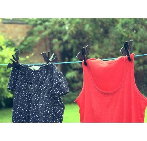 Prezent dla Dziecka zakochanego w Batmanie. Ułatwia zaciągnięcie dzieciaka do pomocy w rozwieszaniu prania. Świetnie wygląda i wyróżnia isę :)  http://www.godstoys.pl/prezenty-dla-dzieci