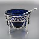 2 zilveren zoutvaatjes met blauwglazen binnenbak | Blauw glas, kristal en zilver | Collectie | Antiek Zilver