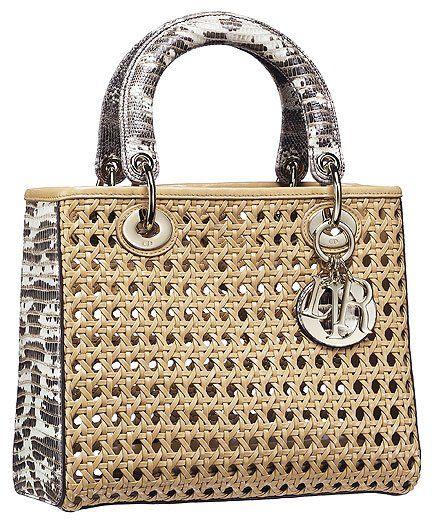 Borsa Lady Dior in pelle beige, effetto paglia di Vienna, doppi manici e dettagli in lucertola