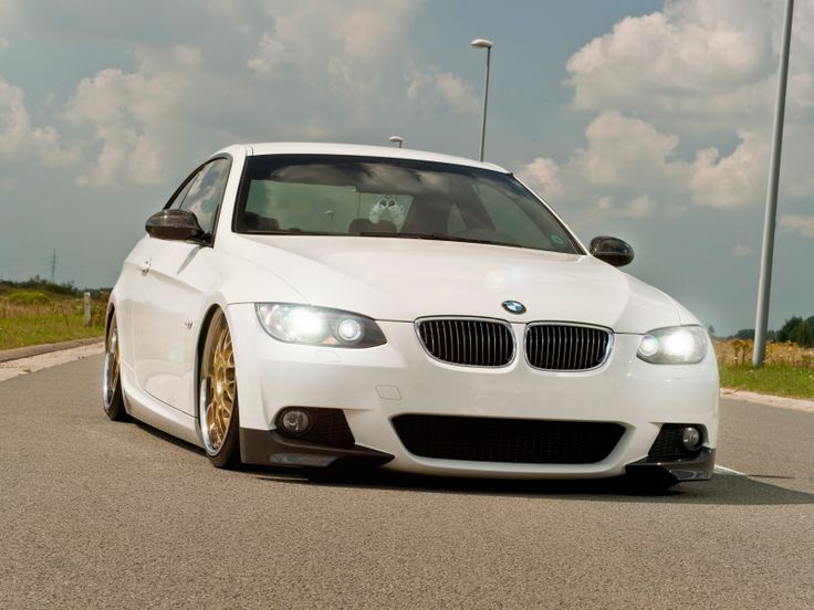 2009 Bmw 320D Front View Photo 2