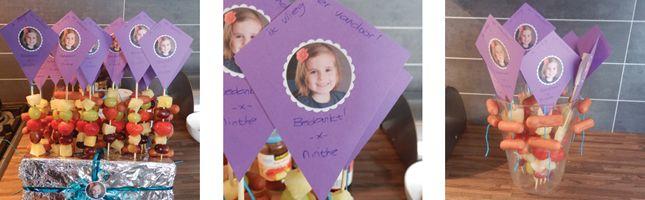 Een gezonde, gemakkelijk te maken afscheidstraktatie voor op het kinderdagverblijf of peuterspeelzaal. Een vlieger op een prikker 'ik vlieg er vandoor'.