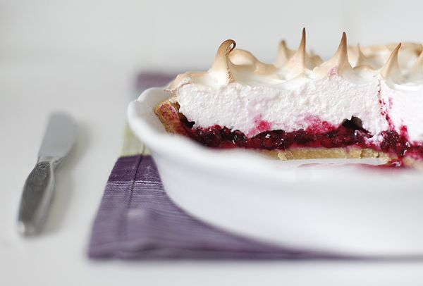 Chadeyka - A cake with black currant and meringue